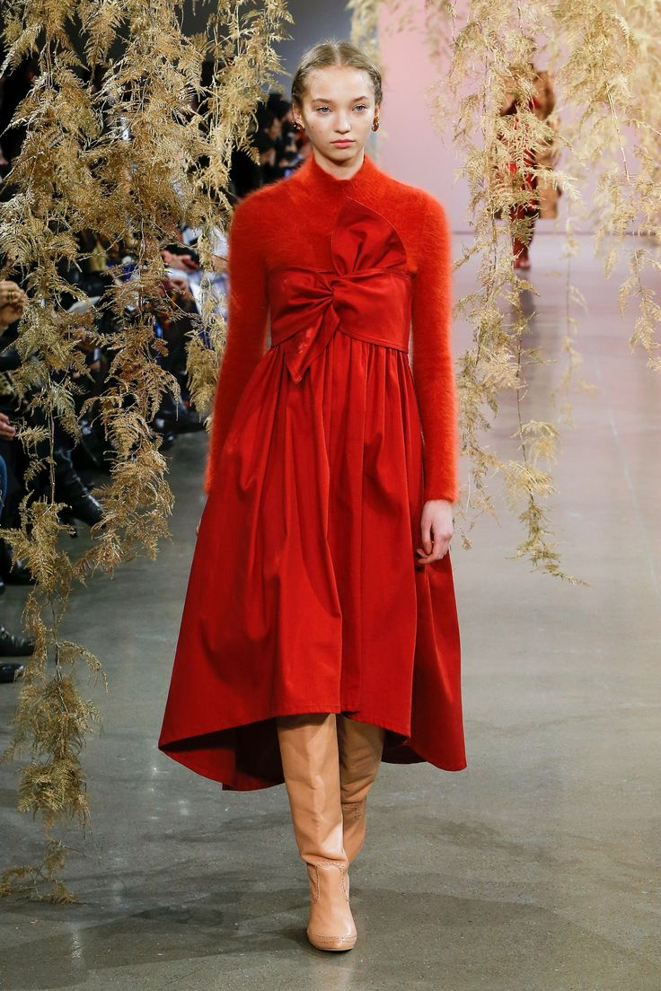 The complete Ulla Johnson Fall 2018 Ready-to-Wear fashion show now on Vogue Runway.