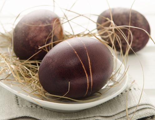 Ostereier violett färben mit Rotwein - Rezept - ichkoche.at