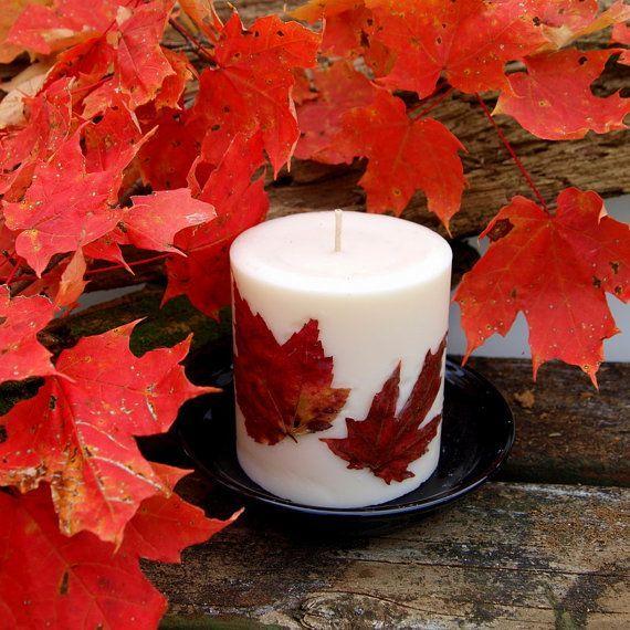 Versier je kaarsen met echte bloemen en bladeren! Heel eenvoudig en staat echt super knus!