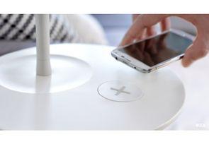 Il sera bientôt possible de recharger son portable sans le brancher, juste en le posant sur certains meubles Ikea. Le secret réside dans le système Qi, qui permet une charge par induction électromagnétique. Explications.