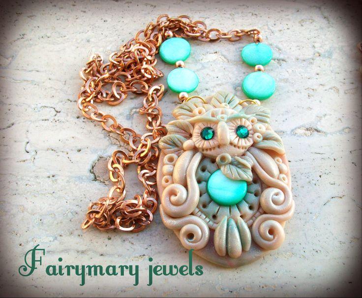 Cammeo in pasta polimerica con madreperla centrale e swarovski.Anche la catena è abbellita con madreperla come il gufetto interamente modellato a mano e rifinito con pigmenti per conferire una leggera iridescenza.https://www.facebook.com/pages/Fairymary-Jewels/208528805873162?sk=info&tab=page_info http://www.etsy.com/it/shop/FairymaryJewels?ref=si_shop