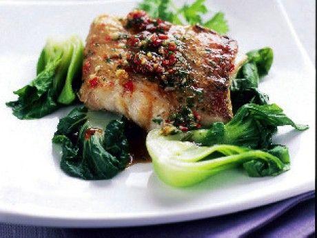 Pepparmarinerad ugnsstekt fisk med paksoi