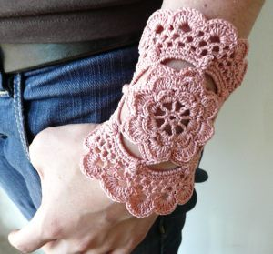 Sidney Artesanato: Max pulseira de crochet...faz estilo. sidneyartesanato.blogspot.c...