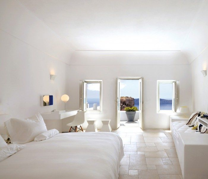 Na Grécia...: White Chairs, Islands Design, Wall Lamps, Dreams Vacations, Interiors Design, White Decor, Master Bedrooms, White Bedrooms, Summer Holiday