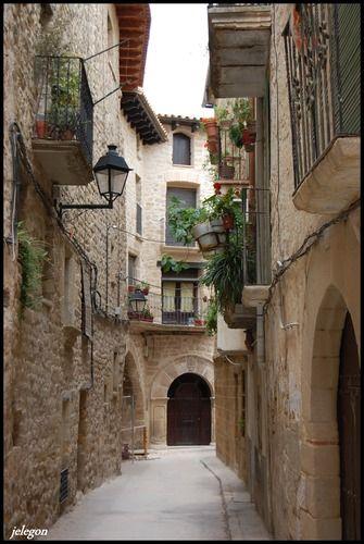 Cretas,  Calle tipica  Teruel  Spain
