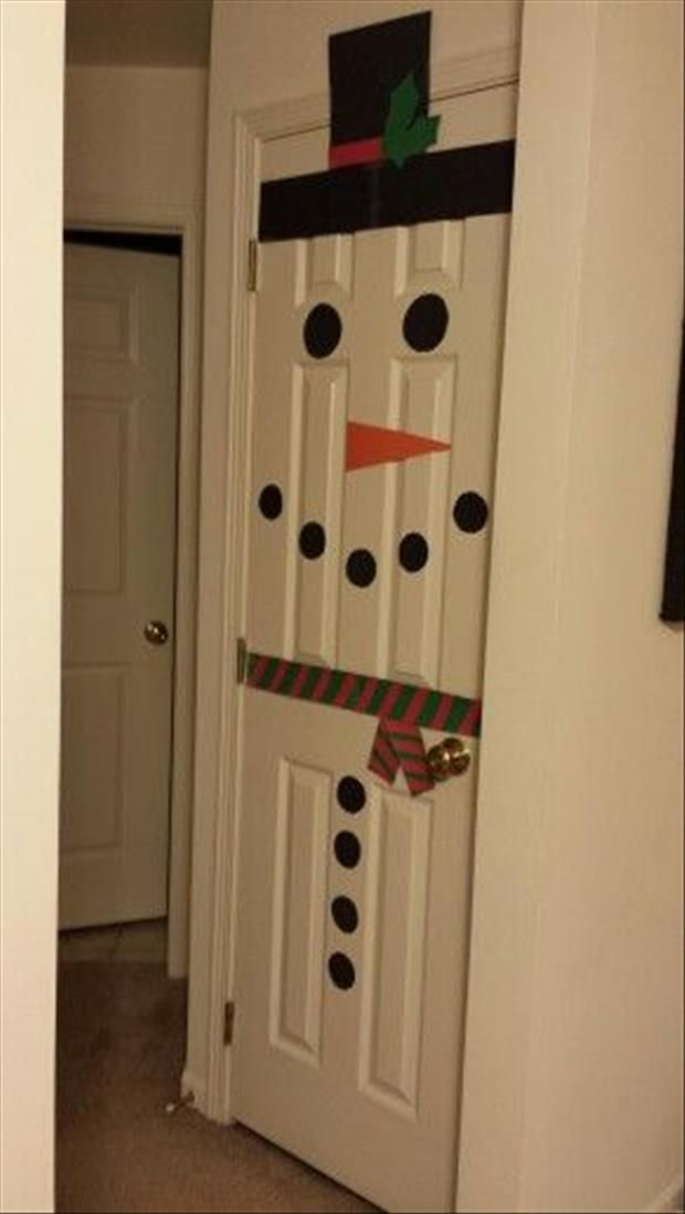 Do It Yourself Craft Idea:  Snowman Door    ...Play Pin the Nose on the Snowman...