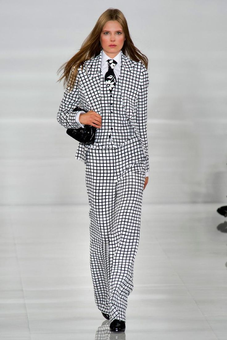The 3-piece suit may be old news for men but it is the upcoming spring attraction for women . . . if you are a Ralph woman, that is. Ralph Lauren RTW Spring 2014