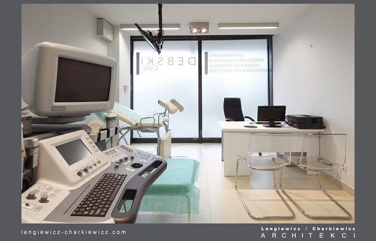 Wnętrze nowoczesnej kliniki ginekologiczno-położniczej Dębski Clinic w Warszawie. Gabinet z ultrasonografem. Projekt i realizacja: lengiewicz-charkiewicz.com #clinic