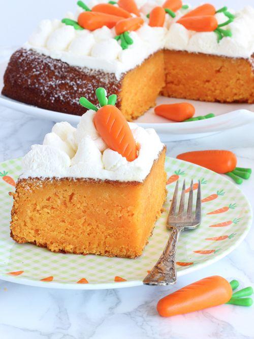 Anche se il 25 novembre del1783 George Washington celebrò il British Evacuation Day consumando una fetta di Carrot Cake, seduto al tavolo della Frances Tower a Manhattan, sull'origine britannica della Torta di Carote più famosa del mondo gli Inglesi non ammettono discussioni: va bene perdere le Col