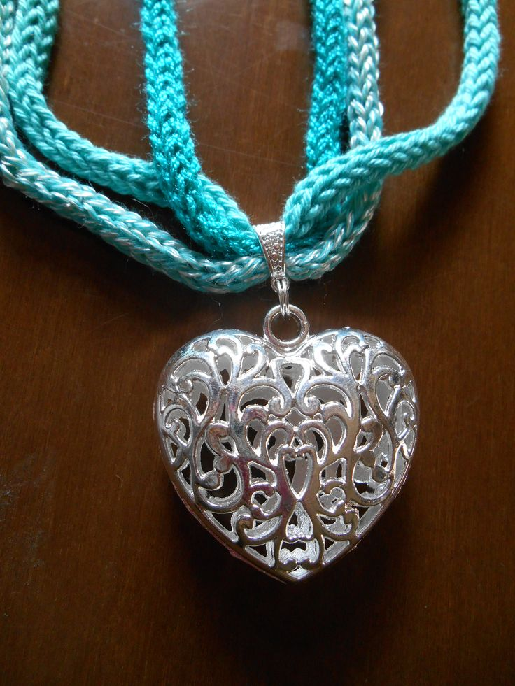 Tricot necklace with heart