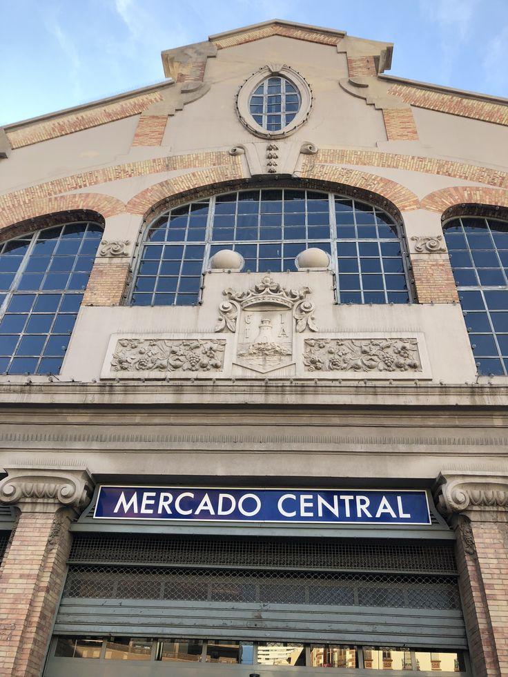 Este es el principal signo del Mercado Central. Tiene un encanto histórico y es muy grande para mostrar a la gente una de las partes más populares de Alicante.