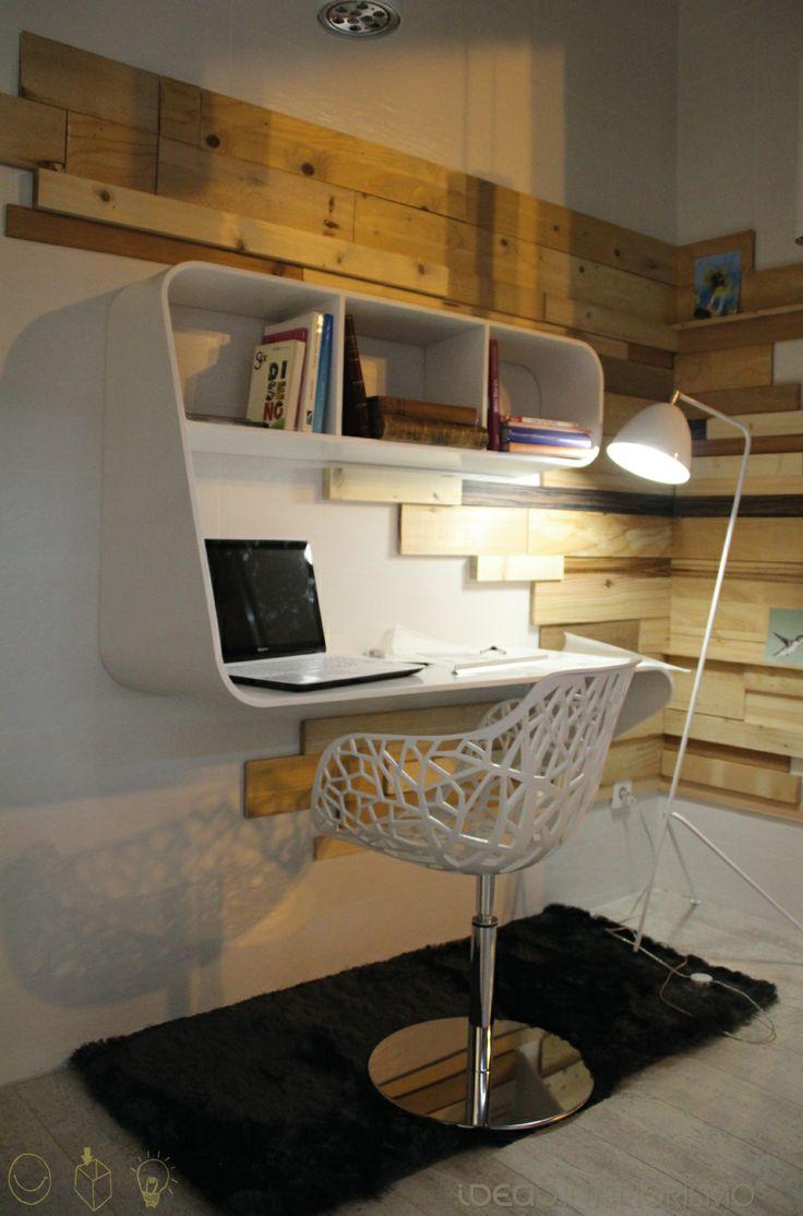 Escritorio Snake diseñado por Carlos Frejo para Ideas Interiorismo®. Expuesto en nuestro escaparate de Valencia.