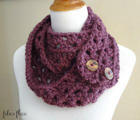 Padrão Livre Crochet ... Fiona Button Scarf!