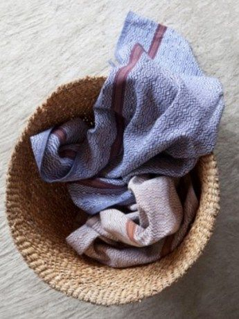 Mungo Boma Kitchen Towel - https://www.rubyroadafrica.com/shop-online/gifts-for-home-and-garden/buy-luxury-gifts-for-the-home/mungo-boma-kitchen-towel-gift-detail