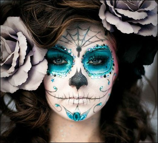 Stunning MakeUp Ideas For Halloween - Nadyana Magazine <<< she looks like La Muerte from The Book Of Life