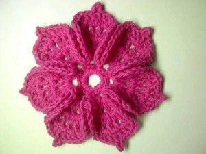 Membuat bross bunga 7 kelopak dengan rajutan crochet http://belajarcaramerajut.com/bros-bunga-7-kelopak.html