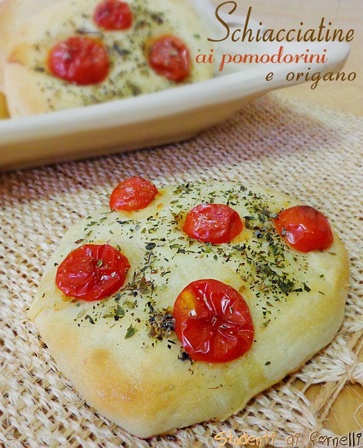 Schiacciatine ai pomodorini e origano | #vegan #vegetarian