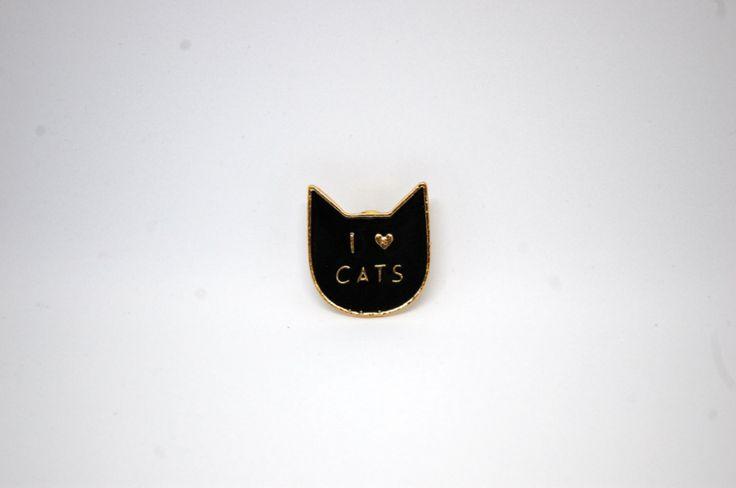 """Значок на одежду """"Я люблю кошек!"""" по супер выгодной цене 690 руб руб, с бесплатной доставкой по Москве и России без предоплаты. В наличие размеры , приезжайте к нам в магазин!"""