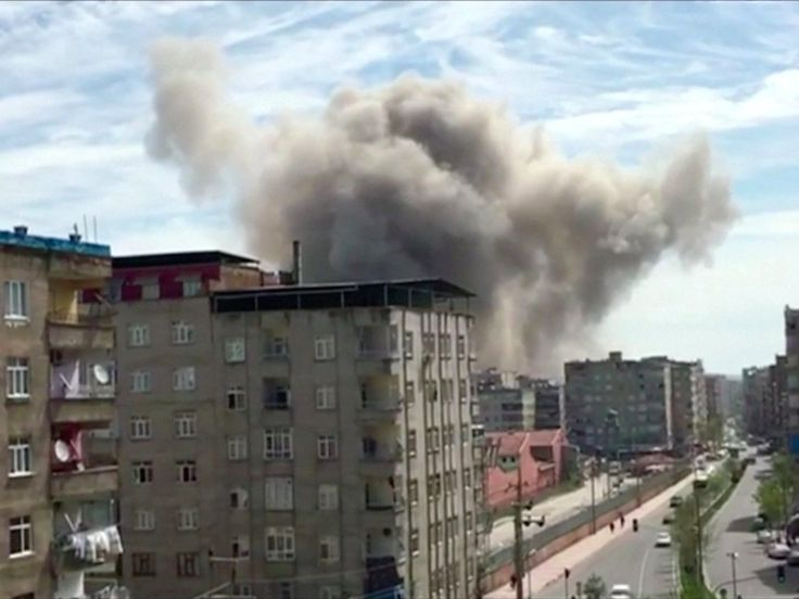 An explosion in a police compound in southeastern Turkey has wounded several people