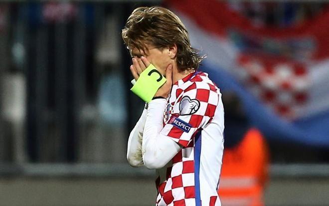 Mundial 2018: Croacia amarga el centenario de Modric y acerca a Islandia a su primer Mundial | EL MUNDO http://www.elmundo.es/deportes/futbol/2017/10/07/59d80023e2704e52088b4643.html
