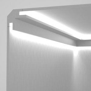 Prodotto: Veletta da incasso nel cartongesso tra parete e soffitto per l'alloggiamento di strip led per illuminazione indiretta Materiale: XPS (polistirene estruso) Rivestimento: bianco effetto gesso (resina a base di polvere di marmo bianco) Viene rasato e pitturato insieme al cartongesso con qualsiasi vernice per interno.  Strip led non incluse  EL203 - profilo angolare per luce diffusa bi-direzionale nell'angolo tra parete e soffitto  Dimensioni: Lunghezza: 1150 mm Larghezza massima vano…