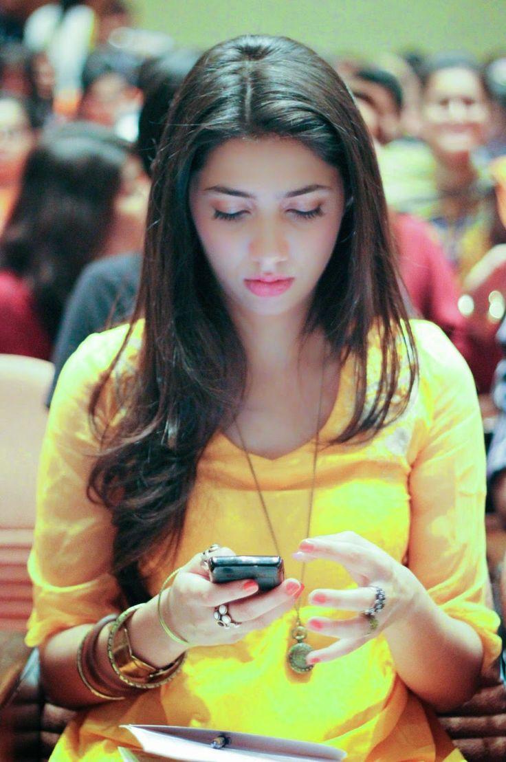 Mahira Khan to make Bollywood debut opposite Shah Rukh Kha in 'Raees' - HD Photos