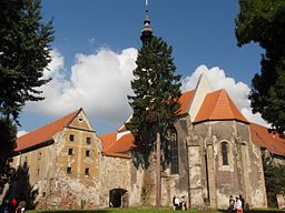 Oslavany, zámek, celkový pohled na kapli (01).jpg