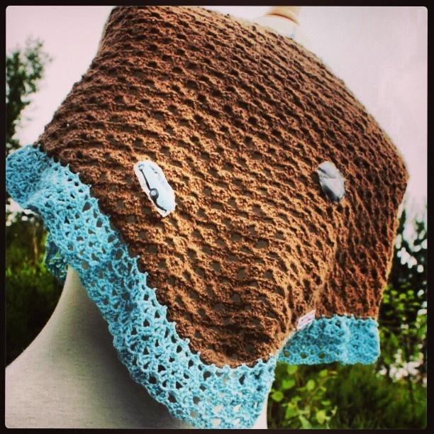 tidliger syslerier,heklet sjal til en venninne #heklet #sjal #norskalpakka #crochet #shawl #madebyme #mindesignstrikk #Padgram www.min-design-strikk.com