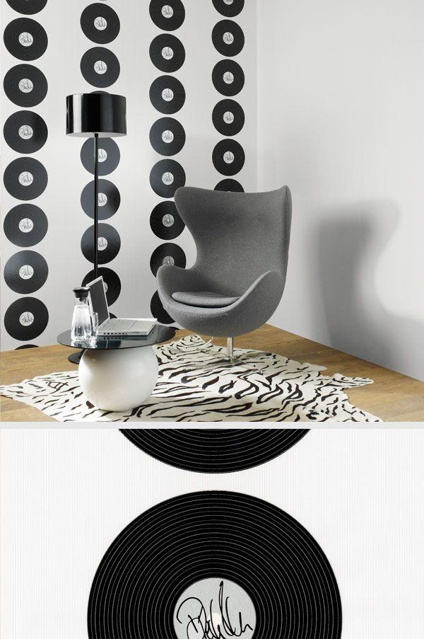 Luxury Platten an der Wand diese Tapete wurde von Poptitan Dieter Bohlen entworfen