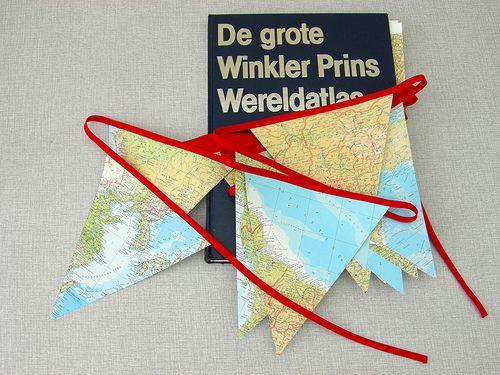 slinger Wereldreis (Vink) - oude boeken worden vlaggetjes