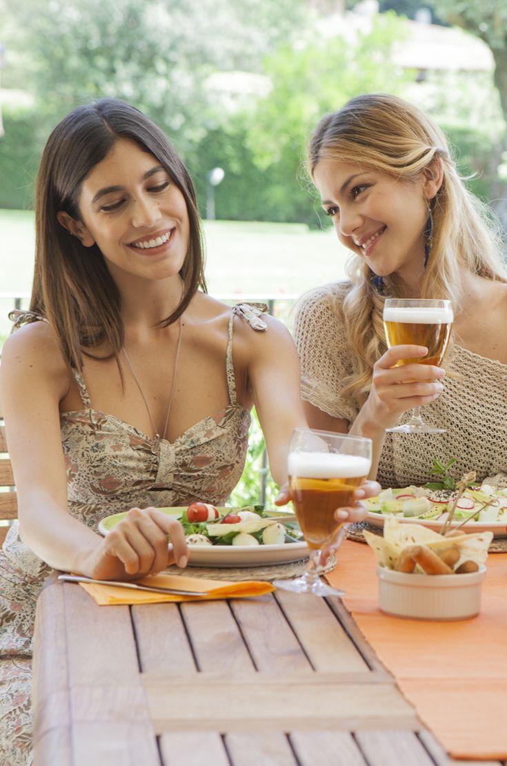 Come piace la birra alle giovani donne italiane? La risposta in 4 punti: moderazione (una volta a settimana o anche meno), meno è meglio (la classica 0,20 cc), in abbinamento con il cibo e con almeno 2 dita di schiuma. #birraiotadoro #millennials