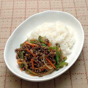 そぼろブルゴギ丼+by+ぐつぐつさん+ +レシピブログ+-+料理ブログのレシピ満載! ひき肉を利用して作ったブルゴギ丼です。ひき肉なので子供も食べやすいです。野菜嫌い子もこれならオカワリかも~