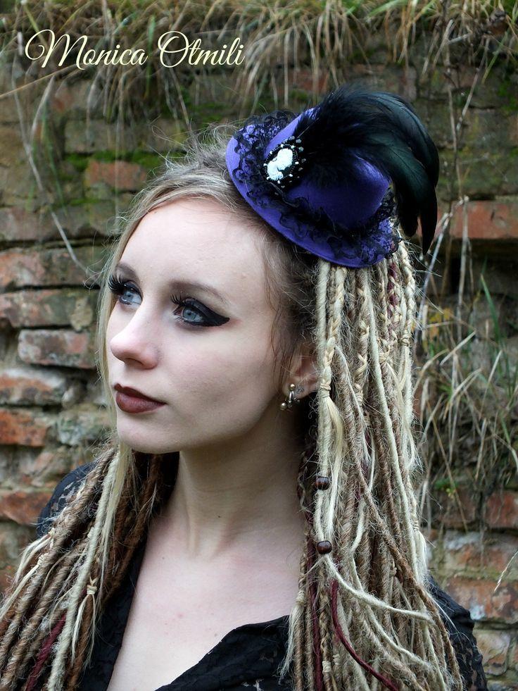 'Daphné' minihat with bead embroidery by Monica Otmili Model: Neira Lohikaarme