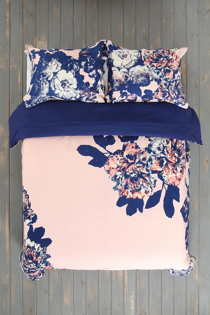 Navy blue and pink bedroom -  Guest Bedroom Plum Bow Corner Floral Duvet Cover Love This Soooo Much Great Color The Deep Navy And The Pale Pink Oi But Pretty Sure It Would Clash
