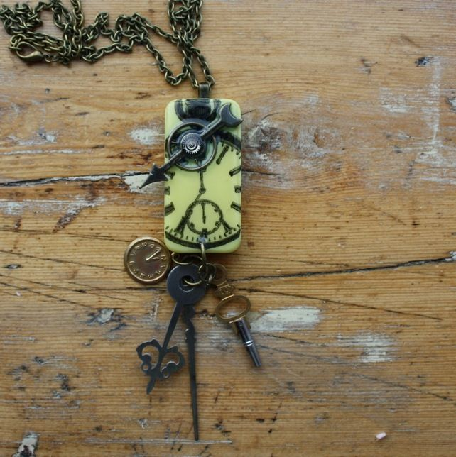 Great Steampunk jewelry (make with Domino)
