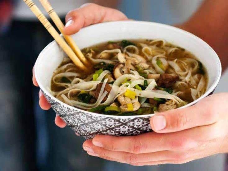 """Supersmarrig, nyttig soppa som du äter med både sked och pinnar. Receptet är hämtat ur boken """"Quick n Tasty"""" (Ordalaget Bokförlag)."""
