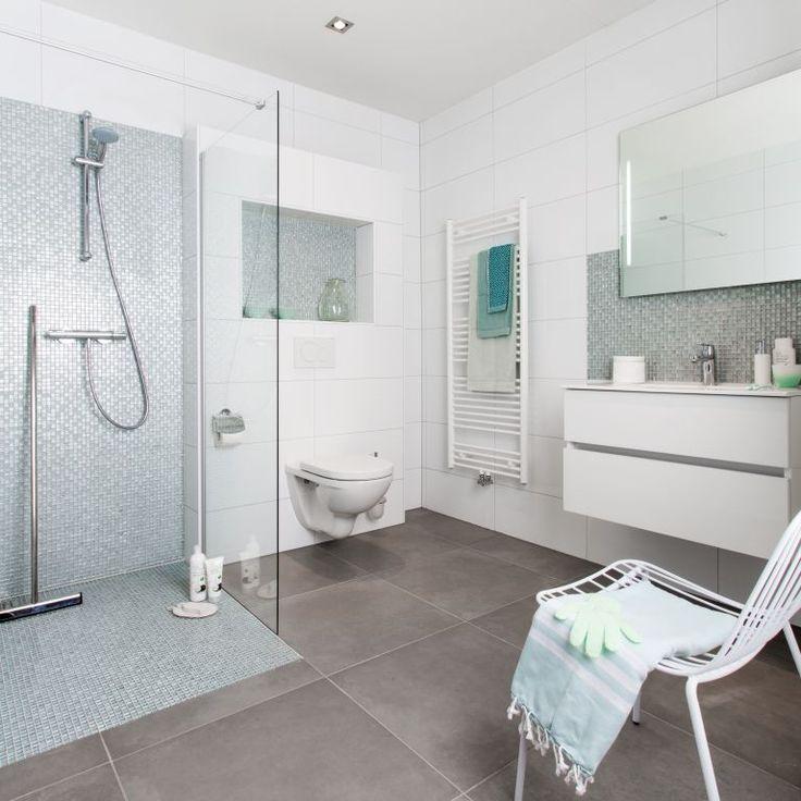 Crealook badkamer met een mix van bijzondere tegels