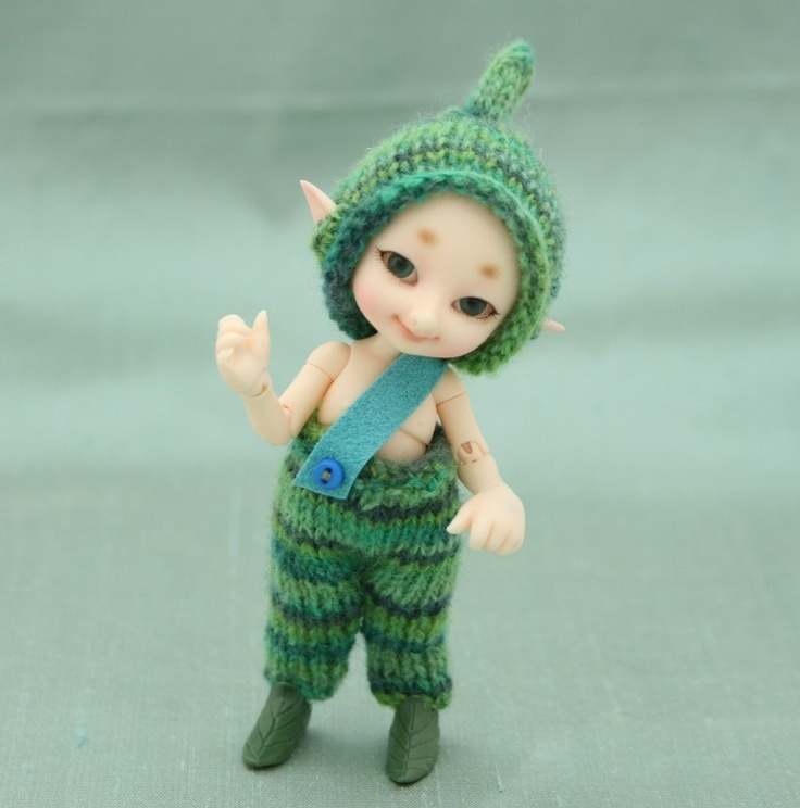Spring Leaves - Hand knitted pants and hat for fairyland Realpuki Tyni