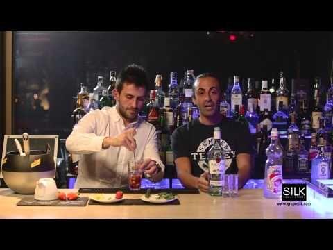Cómo preparar un mojito de fresa - YouTube
