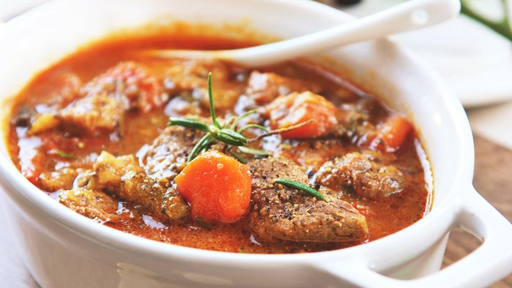ごろっとお肉を豪快にトマトと煮込むイタリアン | TABI LABO