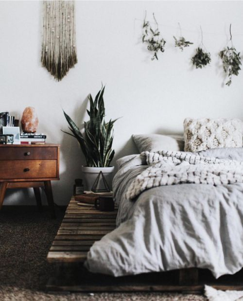 We love this simple boho bedroom decor.