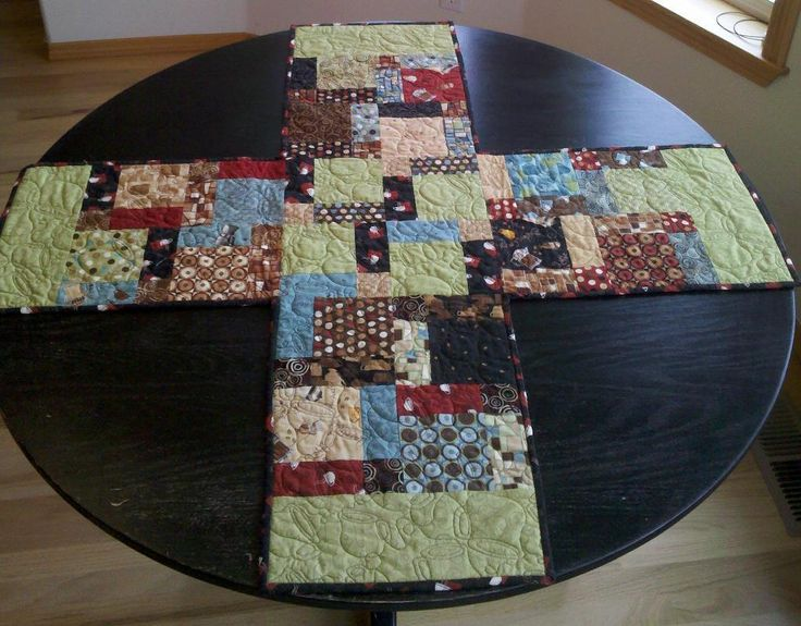 205 best images about table runner on pinterest runners for Round table runner quilt pattern
