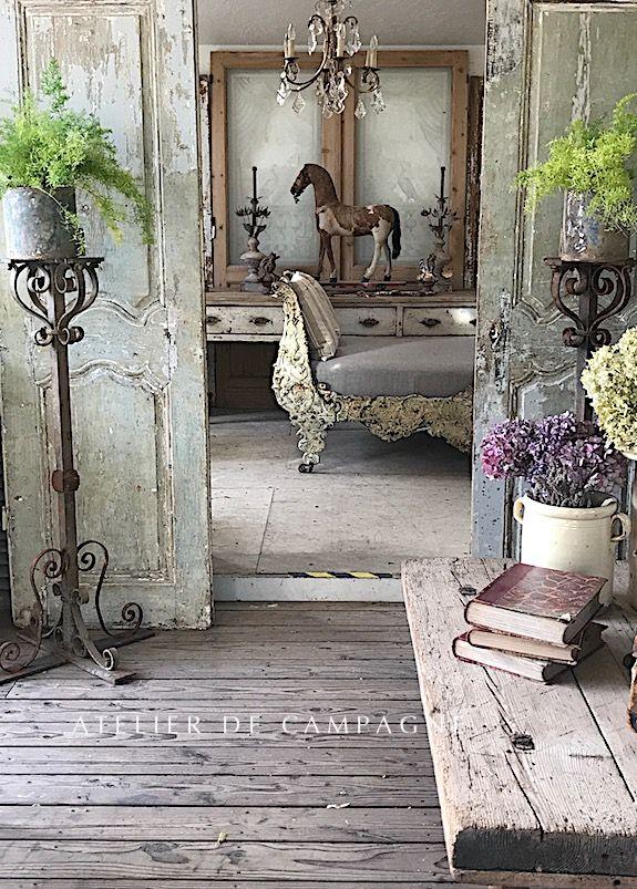 Pin Di Lanae Barlow Su Hunting Finds Casetta In Stile Shabby Design Libreria Di Casa Arredamento D Interni