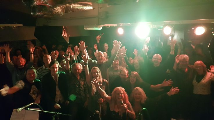 Here we all are at The Bull's Head last Thursday, great night as always and thanks for the love in the picture - let's do it again this coming Thursday - next NTB selfie shout out is at The Roadhouse Birmingham - Tickets http://bnds.in/1LzXQv5 and see you there… we're looking forward to it.