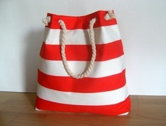 I love nautical purses
