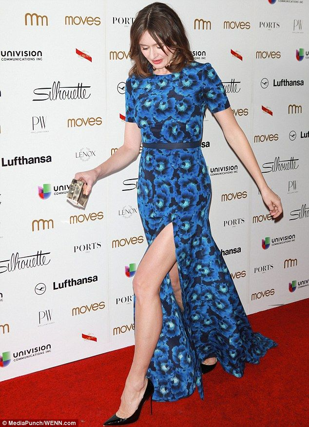 The Newsroom S Emily Mortimer Wows In Floral Blue Dress In Nyc Floral Blue Dress Dresses Reiss Dresses