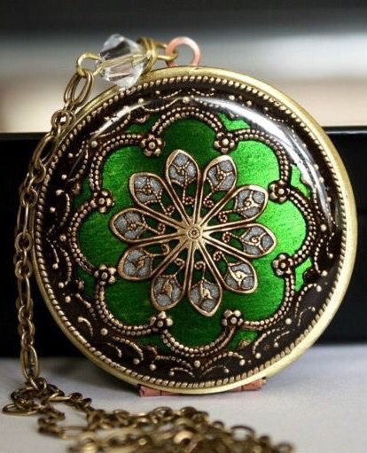 Emerald locket | MStevensonDesigns ✿⊱╮