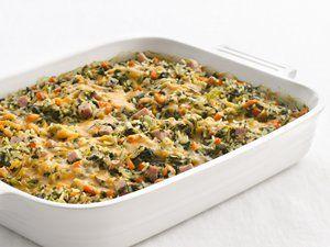 Echt lekker vers is deze ovenschotel van spinazie. Een complete, makkelijke maaltijd en op elk moment van de week kun je voor de dag komen met dit gerecht. 500 gram verse spinazie, gewassen 375 gram vastkokende aardappel, geschild in schijfjes 2 eetlepels olijfolie 1 ui, gesnipperd zout en peper nootmuskaat 1/2 theelepel Italiaanse kruiden 1 …
