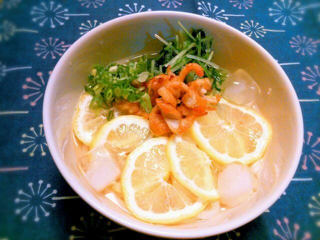 暑ーーーい!! さっぱりレモン(^^*) - 110件のもぐもぐ - 冷やしレモンうどん by yukidarumama