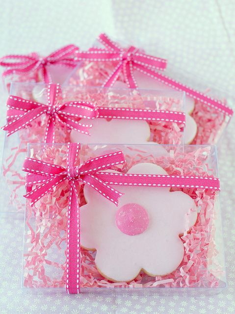 Pink Daisy Cookies by TreatsSF, via Flickr